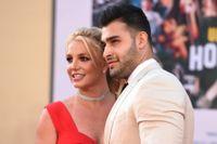 Britney Spears och pojkvännen Sam Asghari. Arkivbild.