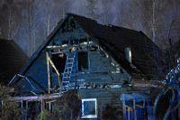 Larmet om branden kom från ett väktarbolag som via en kamera sett att det brann i fastigheten. Arkivbild.
