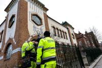 Skyddande staket sattes i förra veckan upp efter hot mot synagogan i Malmö.