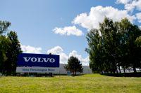 Volvo Cars i Skövde stoppar tillfälligt produktionen på grund av bristen på halvledare. Arkivbild.