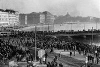 Motböcker kastas i Strömmen i en landsomfattande protest mot ransoneringen 1947.