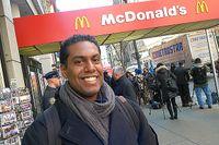 Franklin LaPaz, 25, anser att hans arbetsgivare McDonald's stjäl av hans lön.