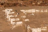 Enorma krafter släpps lösa när en glaciär rasar. På bilden resterna av vattenkraftverket Dhauliganga, nedströms från glaciären Nanda Devi i Indien.