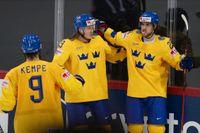 Svenskt jubel. Ett måste i kväll mot Slovakien om slutspelschansen ska leva vidare för Tre Kronor i ishockey-VM. Här är det Adrian Kempe (9), Marcus Sörensen (i mitten) och Mario Kempe som firar i segermatchen över Storbritannien senast.