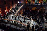 Så här såg det ut förra året då hedersgästerna anlände till Nobelbanketten i Blå hallen i Stadshuset. Snart är det dags för festernas fest igen. Arkivbild..