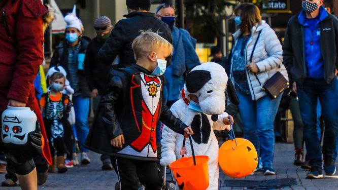 Både Halloween och julhandeln är hotade i USA.