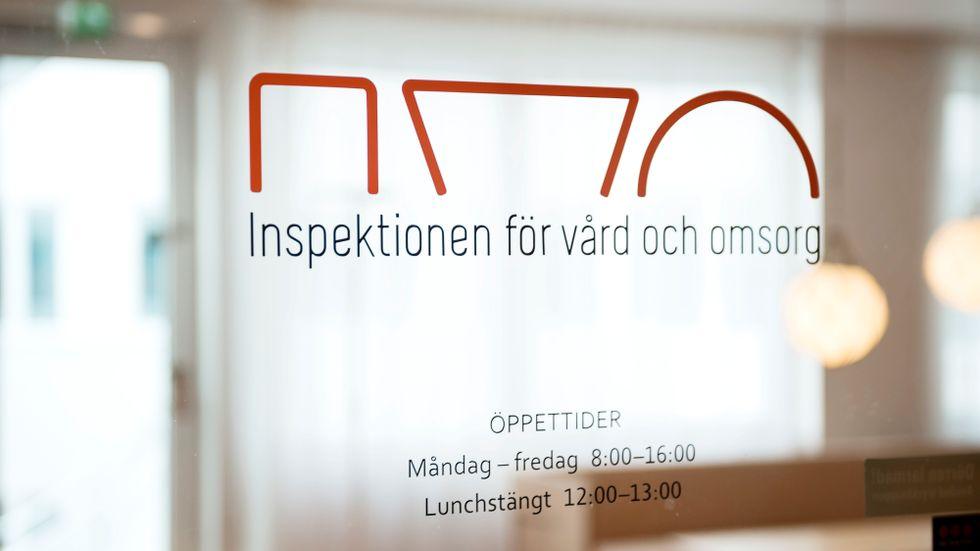 Ett företag som tillhandahåller personlig assistans har anmälts till Ivo sedan de uttalat att det ingår i arbetsuppgifterna att följa med brukare och köpa narkotika. Arkivbild.