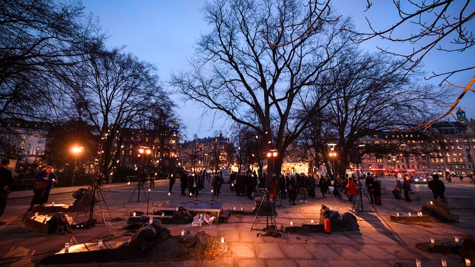 Ljusmanifestation för Raoul Wallenberg på dagen 75 år sedan han senast sågs i frihet för att hedra hans minne på Raoul Wallenbergs torg iStockholm.