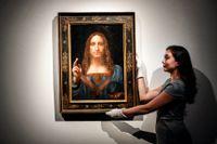 "Leonardo da Vincis ""Salvator Mundi"" visas upp på auktionshuset Christie's i London i november 2017."