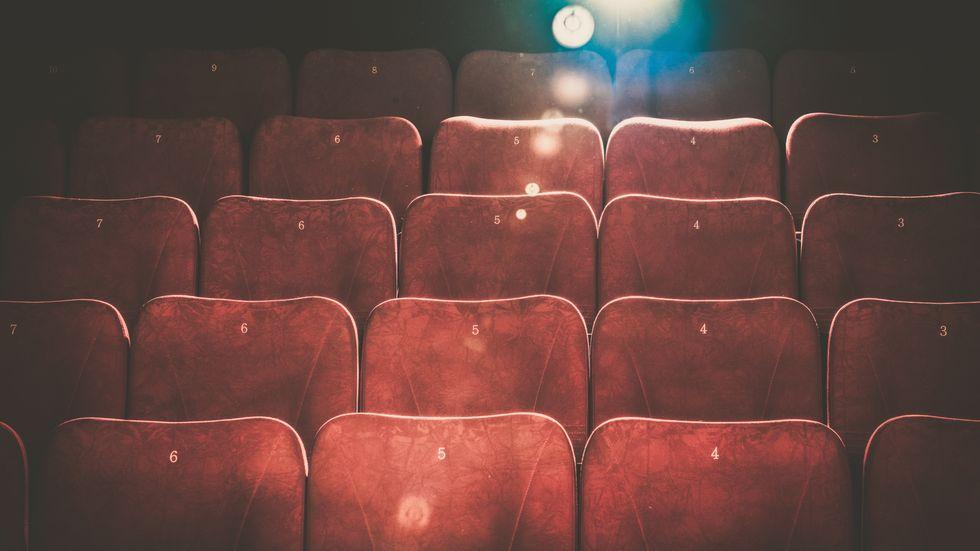 I många städer står biograferna tomma, men inte i Paris.