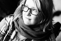 """""""För två år sen gick jag in i väggen. Då fick jag antidepressiva och kbt-behandling. Bara att få säga alla mina tvång hjälpte mig"""", säger Johanna."""