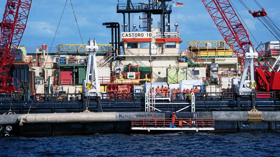 """Fartyget """"Castoro 10"""" arbetar med Nord Stream 2-ledningen utanför Rügen, Tyskland."""