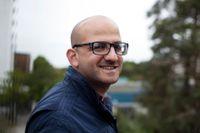 Duraid Al-Khamisi är frilansjournalist. Han skrev flera uppmärksammade artiklar under oroligheterna i Husby 2013. I SvD har han bland annat skildrat sin familjs flykt över Östersjön.
