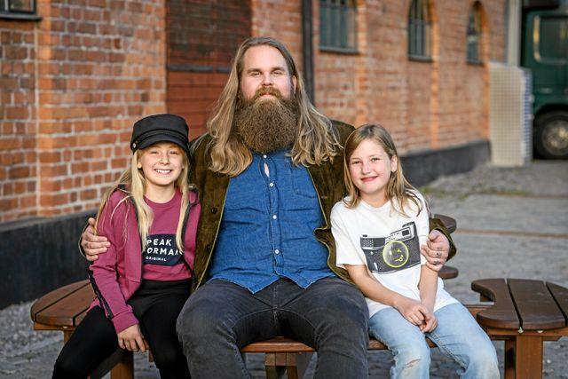Chris Kläfford hade nyligen kommit hem till Sverige från USA när han träffade juniorreportrarna Tove och Hanna.