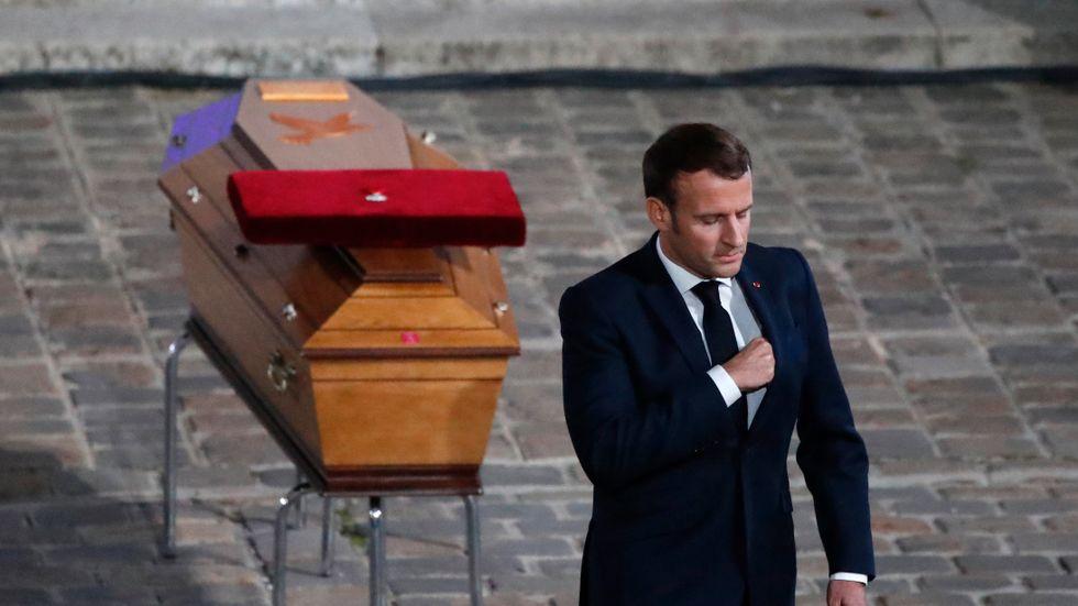 Frankrikes president betygade den mördade läraren Samuel Paty sin aktning under en nationell ceremoni vid Paris universitet Sorbonne i onsdags.