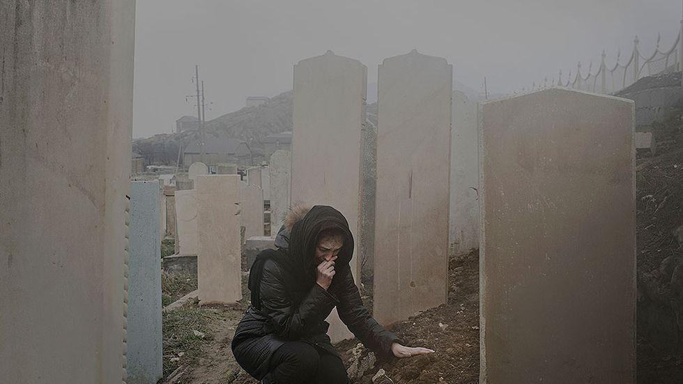 Miyasat Gasanova i Dagestan besöker sin mans grav. Han blev bortförd och sedan hittad i sin lägenhet. Han hittades utan huvud, spår av toryr var synliga på kroppen.