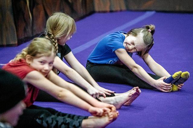 Inès har tagit med många tjejkompisar till träningarna och alla tycker att det är väldigt roligt.