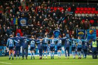 Djurgårdsspelarna tackar supportrarna efter segern mot Östersund.