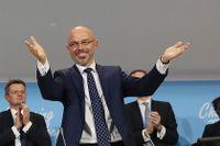 Ordförande Michal Kurtyka presenterar glatt på lördagskvällen att ett avtal äntligt nåtts.