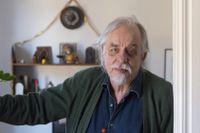 Thomas Tidholm (född 1943) är verksam som författare, dramatiker och poet. Han bor sedan 70-talet i Arbrå, Hälsingland.