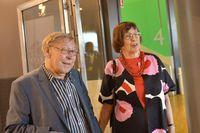 Birgitta Dahl med sin make Enn Kokk anländer till Socialdemokraternas valvaka. Foto: Yvonne Åsell