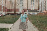 """En bild ur filmen på en av """"Svetlanas hjältar"""", som hon benämner de anonyma personer hon intervjuar. Denna kvinna är hårfrisörska och bilden är tagen i Minsk."""