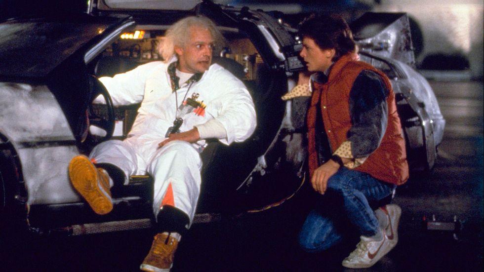 """Christopher Lloyd som Dr Emmett Brown och Michael J Fox som Marty McFly i """"Tillbaka till framtiden""""."""