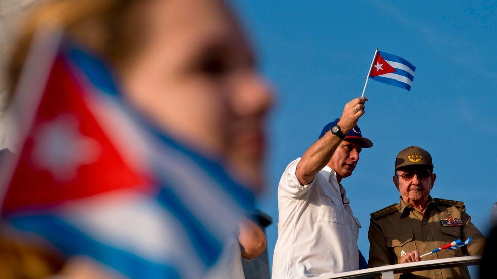 Kubas president Miguel Díaz-Canel och företrädaren Raúl Castro.