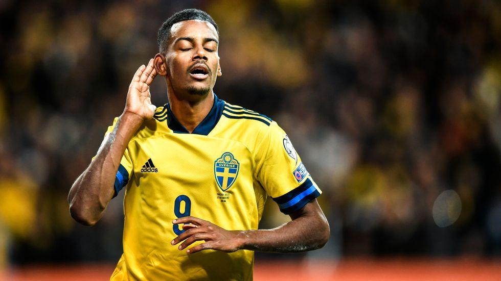 Alexander Isak jublar över sitt 2–0-mål mot Grekland.