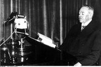 Hjalmar Söderberg (1869–1941) under en uppläsning i radio 1934.