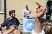 Stefan Jacobsson, ordförande för Svenskarnas Parti, talar i Visby fredagen före Almedalsveckan i början av juli.