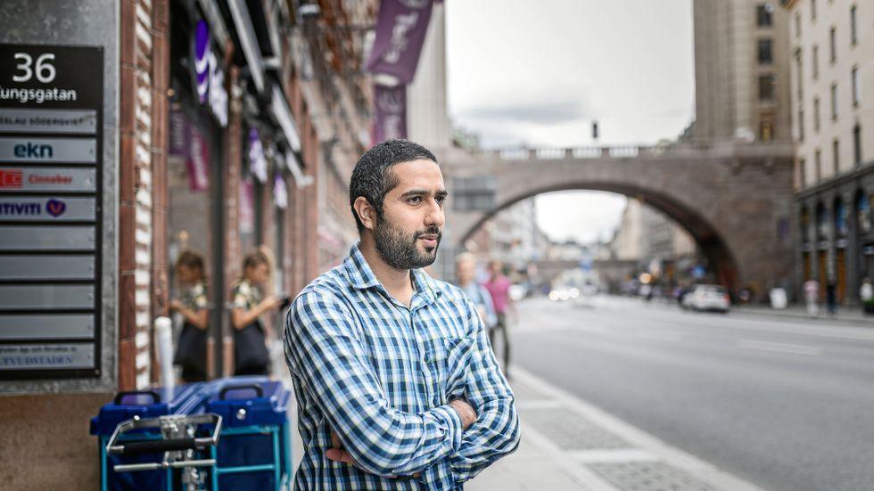 Tayyab Shabab. Ger upp drömmen om en framtid i Sverige.