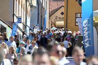 Årets Almedalsvecka i Visby borde kunna bli början på en debattkultur där man  bejakar olika perspektiv, skriver artikelförfattarna.