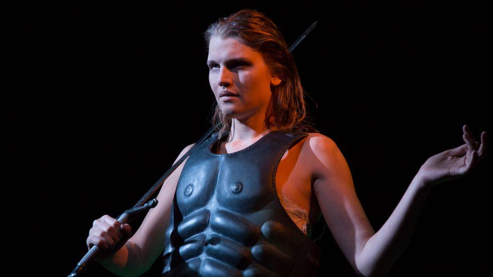 Aleksa Lundberg som Kung Kristina.
