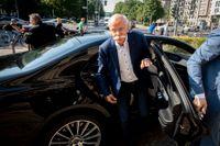 Daimlers vd Dieter Zetsche. I maj träffades Zetsche och Scheuer efter att det uppdagats att även Mercedes-Benz hade kontrollsystem som inte mötte kraven.
