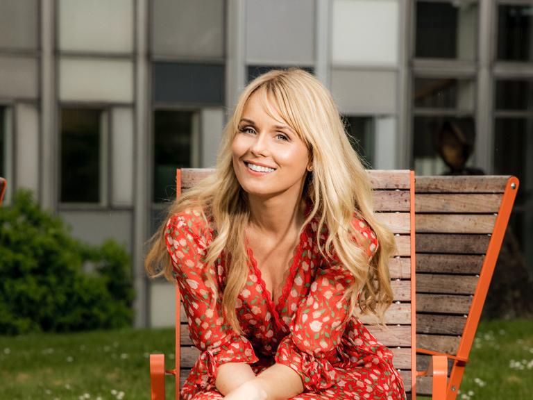 Skådespelaren Helena af Sandeberg, aktuell i serien Deg på SVT, varvar manuspluggande med att kläcka filmidéer, fira sin pappa och gå på sonens fotbollsmatcher.