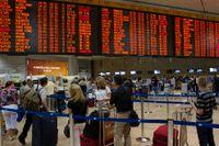 Passagerare i kö till säkerhetskontrollen på Ben Gurions flygplats i Tel Aviv.