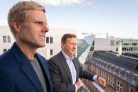 Tävlingen kan starta. Daniel Kederstedt, chef för SvD Näringsliv, och Björn Jansson, vd för Carnegie, öppnar nu för anmälningar till Framtidens entreprenör 2021.