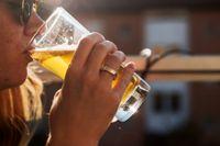 Öl och kylda drycker säljer som aldrig förr i sommarvärmen.