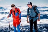Nils van der Poel, till höger, tillsammans med tränaren Johan Röjler under en träningsdag på skidor i Åre.
