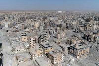 Den USA-ledda koalitionen, som under sommaren 2017 bombade terrorgruppen IS dåvarande fäste al-Raqqa, anklagades i fjol av Amnesty International för att ha begått krigsbrott. Arkivbild.