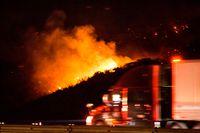 Tiotusentals människor har tvingats lämna sina hem på grund av de omfattande bränderna i Kalifornien i USA. Arkivbild.