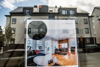 Det finns en risk att de bostadspolitiska samtalen lägger en död hand över bostadsmarknaden, skriver Jakob Eliasson.