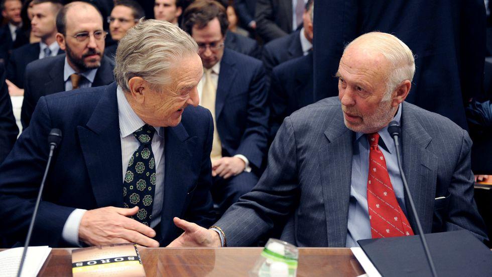 James Simons, till höger, här tillsammans med George Soros. Båda är stora givare till Demokratiska partiet i USA. Arkivbild.