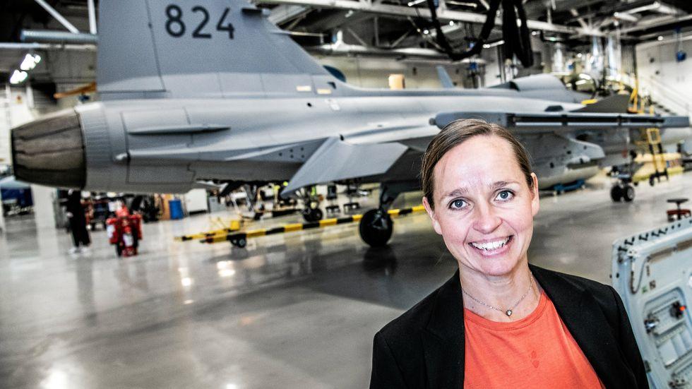 Lisa Åbom, teknikchef för Saabs flygverksamhet, räknar med stora förändringar för Gripen framöver. Planet kan bli mer av en flygande stridsledningscentral.