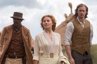 """Samuel L Jackson, Margot Robbie och Alexander Skarsgård i """"Legenden om Tarzan""""."""