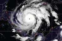 En satellitbild som visar orkanen Iota på måndagen strax efter lunch svensk tid.