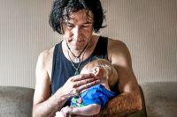 Patricio Galvez gått från att leva som ensamstående i en etta i Göteborg, till att bo med sju barn på ett hotell i Erbil.