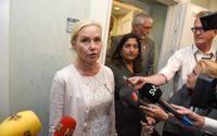 Infrastrukturminister Anna Johansson (S) möter pressen efter mötet med riksdagens transport- och försvarsutskott i Riksdagen, med anledning av it-skandalen.