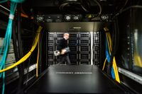 Niclas Andersson i datorhallen på NSC som ligger in anslutning till universitetet.